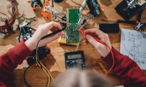 Use A Multimeter For Checking Voltage